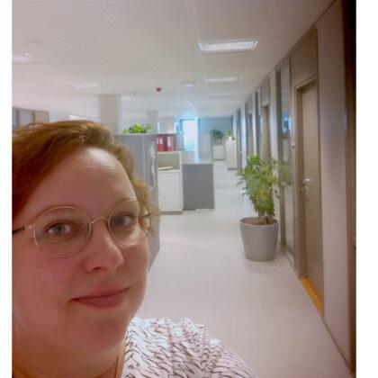Niina Asujamaa toimistossaan Futura III -talossa