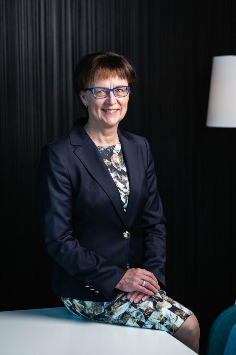 Ulla Mäki-Lohiluoma kuvattu Futura I-talon kokoustila Duossa