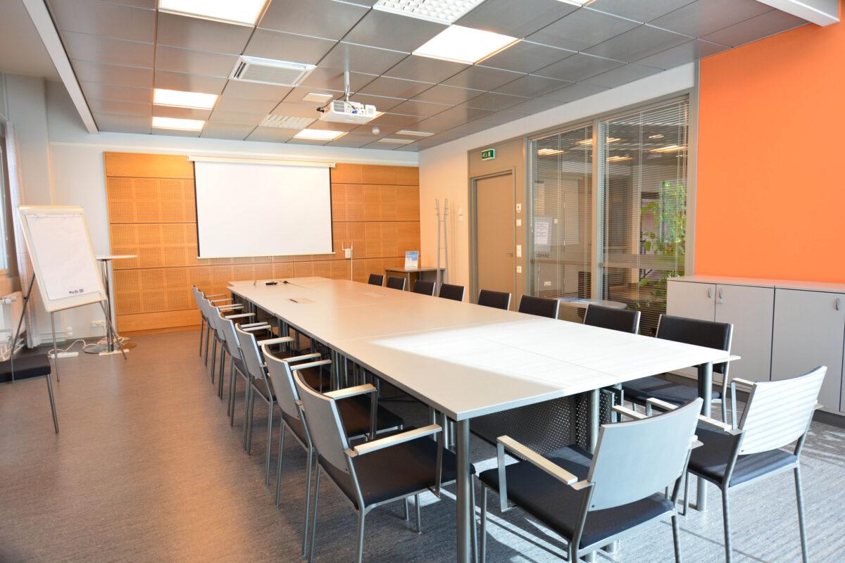 Grandis neuvottelutila Futura 3 -talossa Vaasa Airport Parkissa